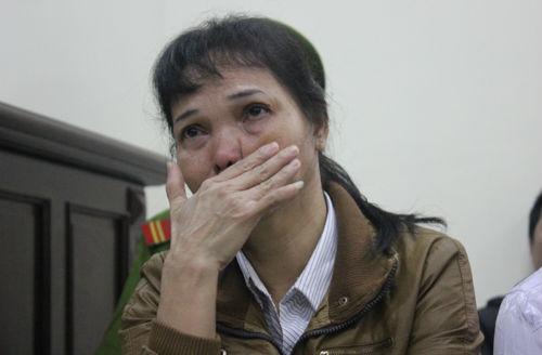 Bị cáo Ly khóc ngất xuốt cả phiên tòa
